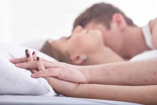 エッチ・セックス・ベッド・カップル