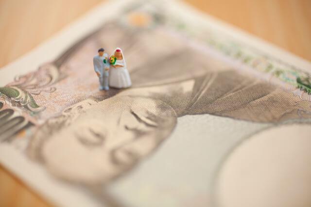 結婚式とお金のイメージ